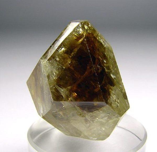 Циркон камень драгоценный или полудрагоценный