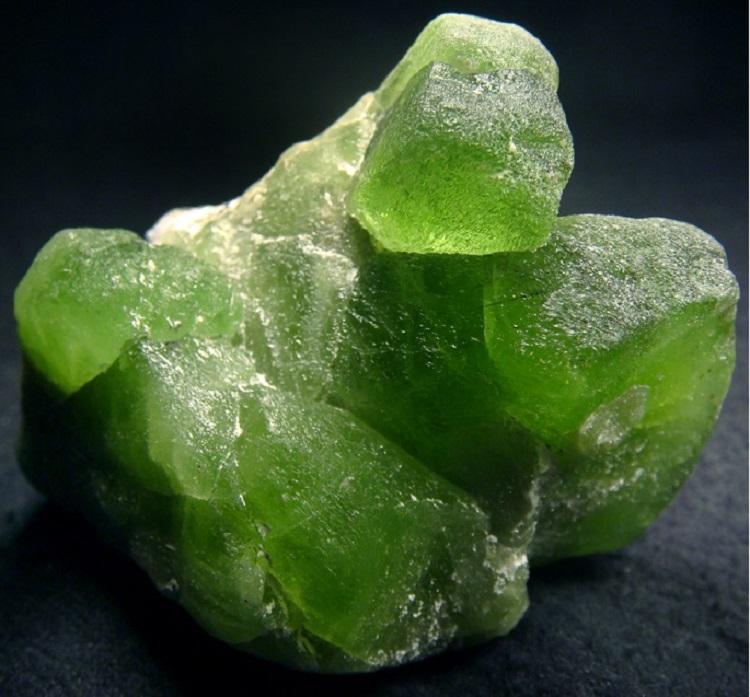 камень хризолит фото свойства и значение пропускают совершенно