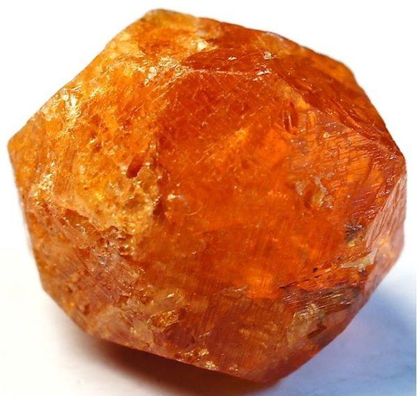 Коричневый гранат камень