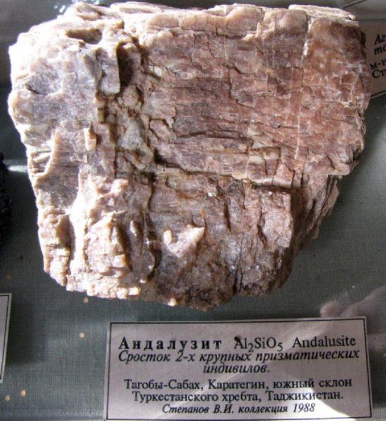 Некоторые свойства андалузита можно узнать по его формуле