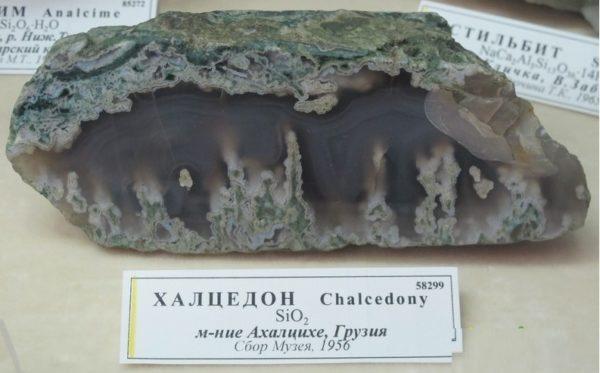 Зелёный халцедон фото камня
