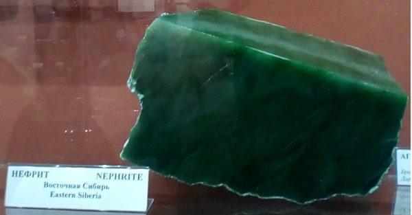 Как выглядит нефрит камень фото