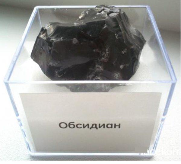 Чёрный обсидиан камень фото