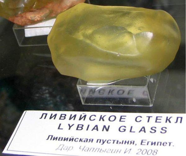 Прочность кварцевого стекла равна 6