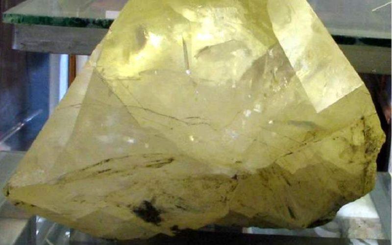 Камень желтый кальцит
