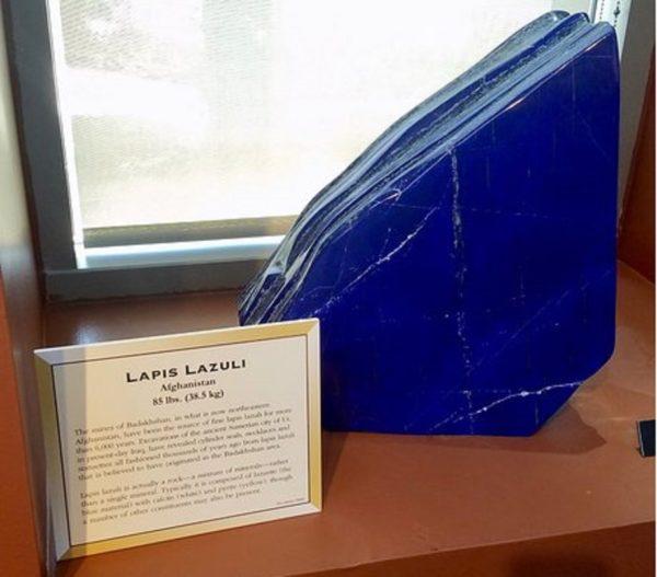 Камень ляпис лазурь фото