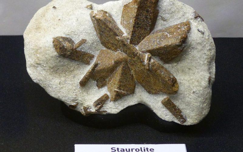 Камень ставролит свойства