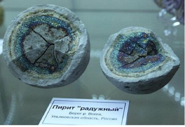 Радужный пирит фото камня