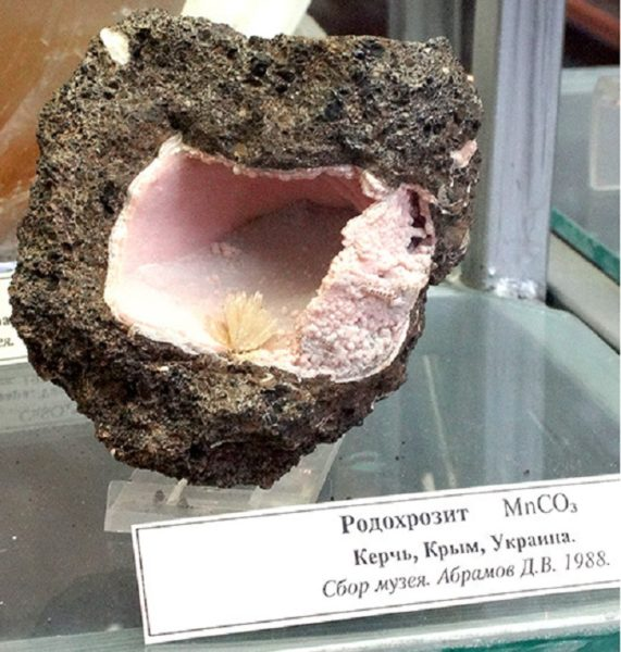 Родохрозит фото камня