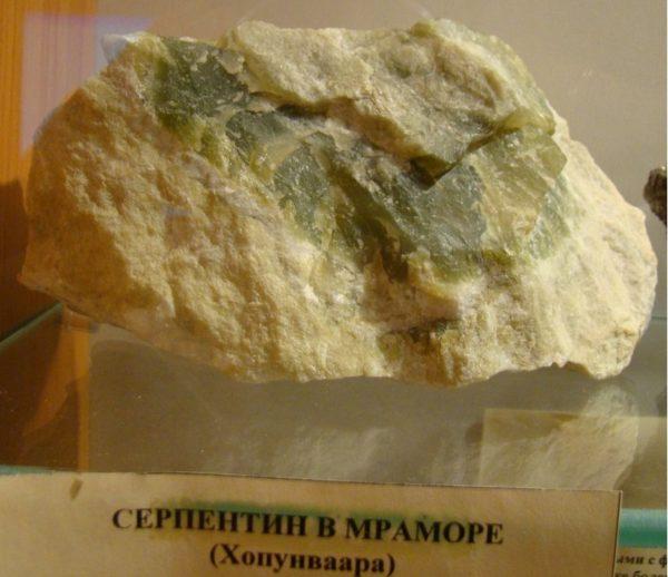 Серпентин камень фото